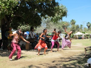 Organic Market, Musicians and Dancers